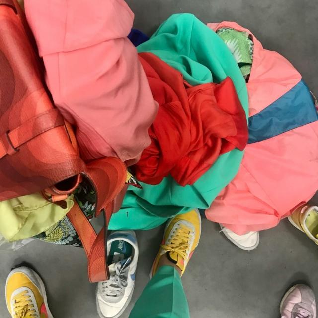 Daarom ben ik geen goede stylist #hangertjes #stylistvandesterren #enweerstrijken #opdefoto #gettingready #openuptorotterdam