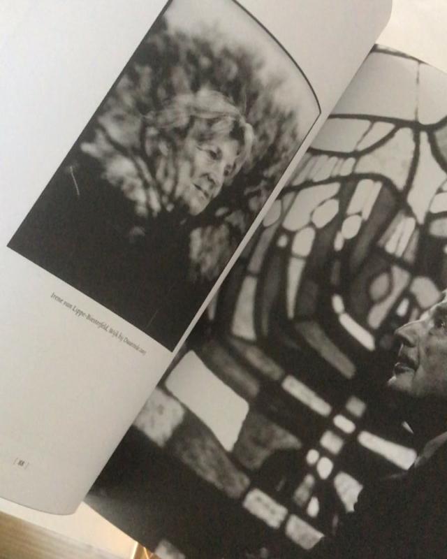 My oh my, de Bijbel van @corbino.nl vol prachtige fotografie en openhartige verhalen plus een strak doorgevoerd design van @marcmrs hallelujah #meesterwerk #wateenfeest