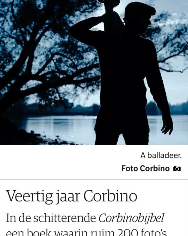Dat is wel een hele fijne @nrcinbeeld van de Bijbel van Corbino. Er zijn nog een paar exemplaren te koop bij @donner_boeken en @boekhandelvangennep Voor de expo De Ander, 40 jaar Corbino,  in het @codaapeldoorn kan je nu timeslots reserveren. Voor de echte liefhebbers zijn er nog plekken voor de talk van @corbino.nl op 8 juni in de Grote Kerk in Apeldoorn in het kader van @apeldoornphoto Design: @marcvanmeurs Uitgeverij @uitgeverijkomma #bijbelvancorbino  #🤩 #flowerdalesagency