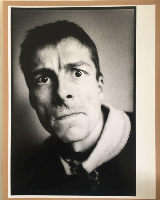 Nu te koop; een unieke handprint van @corbino.nl uit 1985, Kamagurka. Formaat 48 cm x 32 cm, gesigneerd op achterzijde. Oplage 2.  #kamagurka #ilfordfbpaper #silver #forsale #donkerekamer #vintagephotography #vintagephoto #photography #photographylovers #flowerdalesagency #flowerdales #rotterdam #unica  #corbino #linkinbio #opisop #collectorsitem